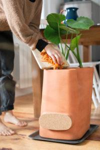 Un cadeau ecolo : le pot composteur de Les Transfarmers. Photo de N Leboullenger