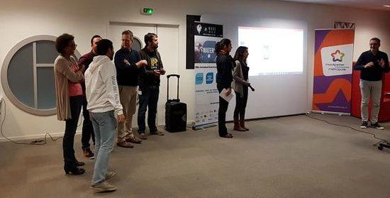 Une partie de l'équipe au moment de la présentation finale devant le jury du hackathon